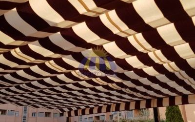 Instalación pérgola de 120 x 120, lacada en marrón, HIPERTOLDOS 2019